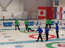 Férfi curling csapat edzés közben